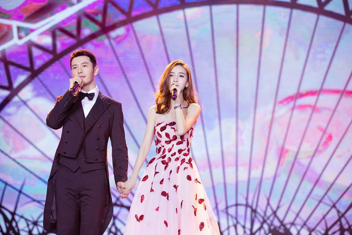 Huang Xiaoming and his wife Angelababy sing at an event in Beijing on Jan. 20. Photo: VCG
