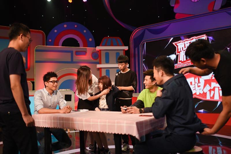 "Production crew prepare aspiring ""idol"" Zhu Tiantian for an appearance on a TV program on June 11. Photo: Ding Gang and Zhang Boyuan"