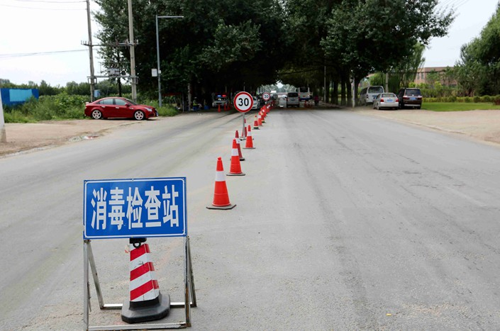 A disinfection checkpoint near Wuwu village in the Liaoning province city of Shenyang on Aug. 6. A total of 47 pigs died from African swine fever in the city earlier this month. Photo: IC