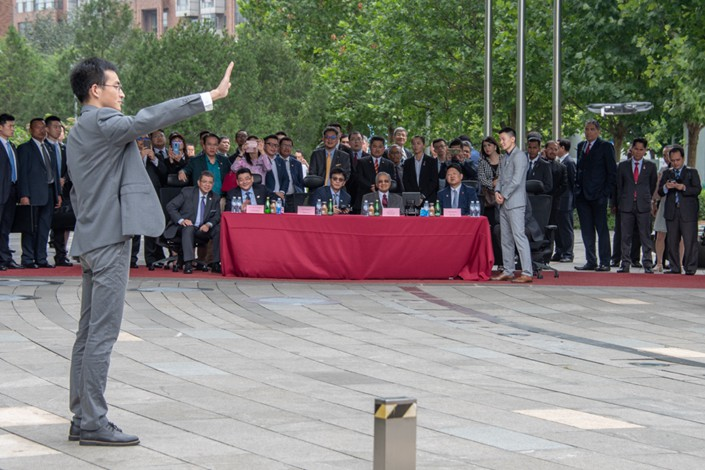 An employee of drone-maker DJI demonstrates cutting-edge drone-control technology during Malaysian Prime Minister Mahathir Mohamad's visit to the Beijing office on Sunday. Photo: DJI