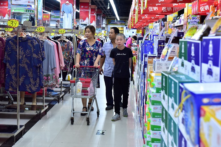 Customers shop at a supermarket in Shijiazhuang, Hebei province, on Aug 9. Photo: VCG