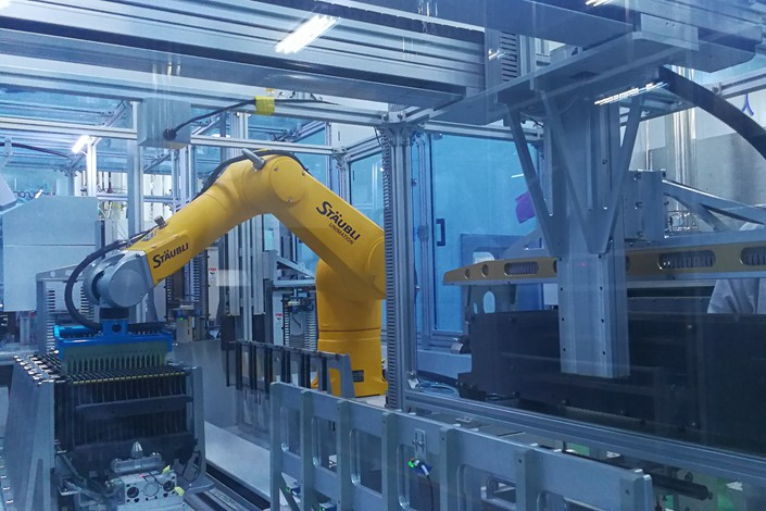 Robotic arms manufacture solar cells in Xinyu, Jiangxi province, on Jan 3. Photo: VCG