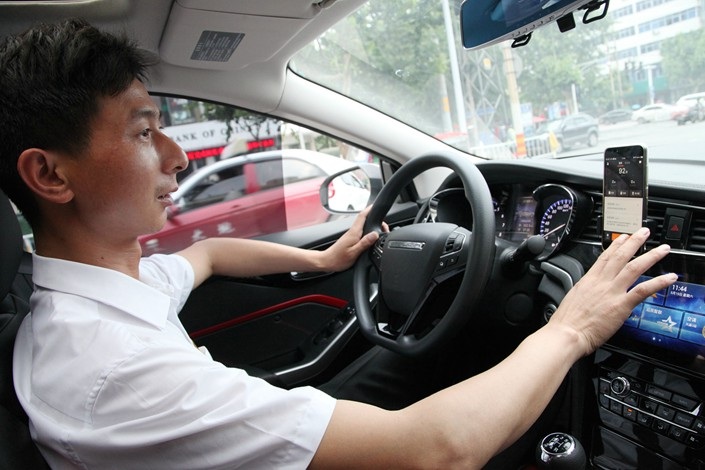 A drivers with the Didi Chuxing online ride-hailing service gets a ride request in Zhumadian, Henan province, on May 19. Photo: VCG