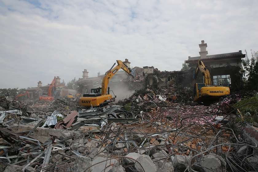 Building wreckage covers the ground at the Walk in the Clouds development on Monday. Photo: VCG