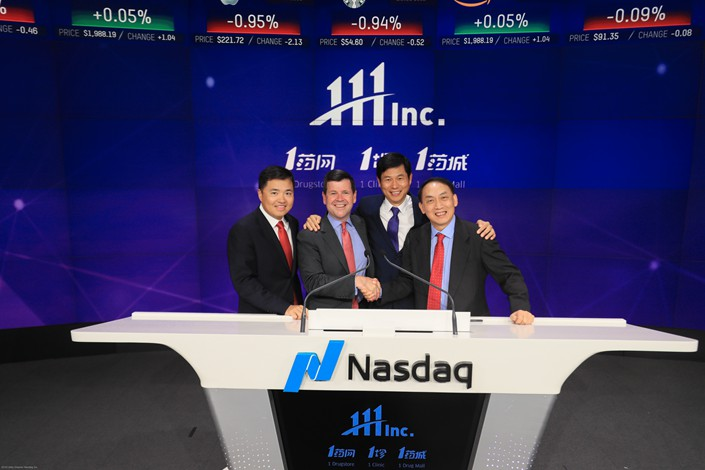 Yu Gang (right) and Liu Junling (center right), co-founders of the online-to-offline pharmacy 111 Inc., pose for photo at their company's trading debut on the Nasdaq on Wednesday in the U.S. Photo: 111 Inc.