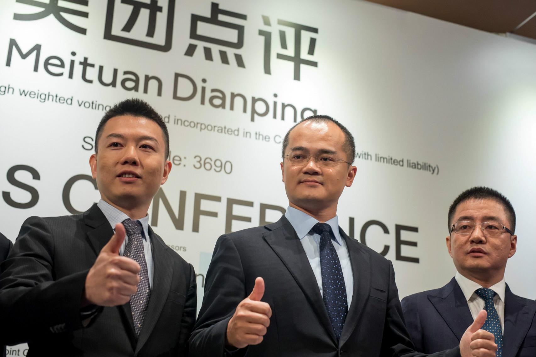 Meituan-Dianping CEO Wang Xing (center) at IPO press conference in Hong Kong. Photo: VCG
