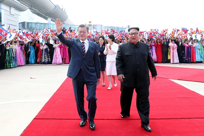 North Korean leader Kim Jong Un welcomes South Korean President Moon Jae-in at Pyongyang Sunan International Airport in Pyongyang on Tuesday. Photo: VCG