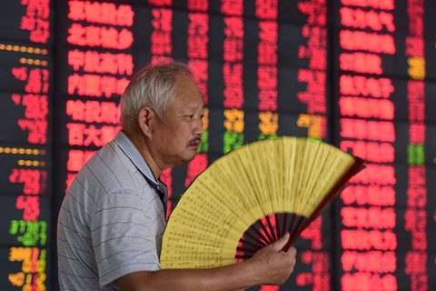 China's stock markets are stuck in a bear market over concerns of the trade war and economic slowdown. Photo: VCG