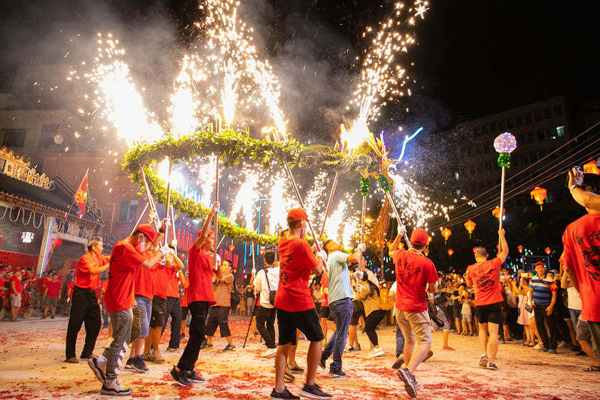 Residents of a village outside Guangzhou, South China's Guangdong province perform a fire dragon dance to celebrate the Mid-Autumn Festival on Monday. Photo: VCG_Gallery: Dancing With a Fire Dragon