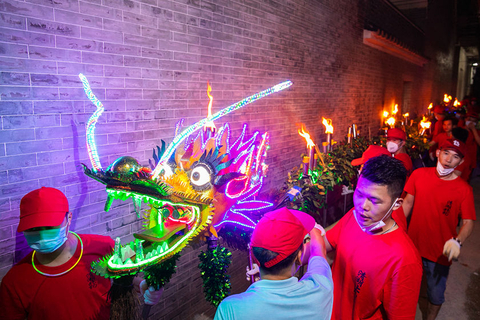 Fire dragon dance performers in Qinghu village, Guangzhou's Baiyun district, prepare to perform on Monday. Photo: VCG