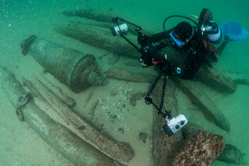 A handout made available by the Cascais, Portugal, city government shows an archaeologist during a dive at a discovered shipwreck near Cascais on Sept. 6. The ship, which sank between 1575 and 1625, was found Sept. 3 off the Portuguese coast near the mouth of the Tagus river. Photo: VCG_ Gallery: 400-Year-Old Shipwreck Discovered