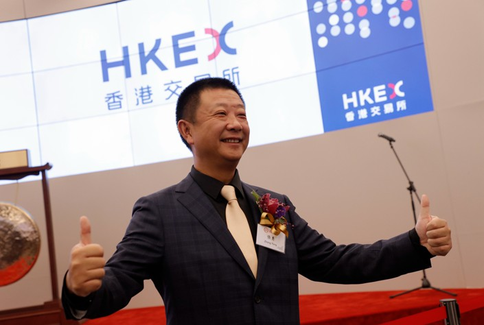Zhang Yong, founder and chairman of Haidilao International Holding Ltd., poses during the ceremony for the listing of Chinese hot pot chain Haidilao at the Hong Kong Stock Exchange on Wednesday. Photo: IC