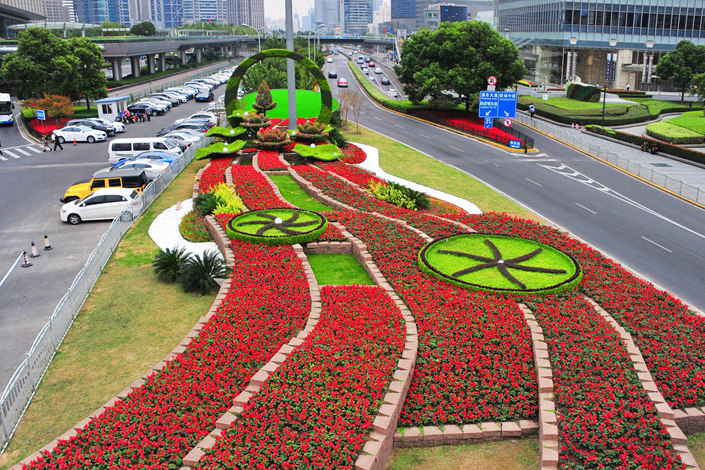 A floral display in Shanghai marks the coming of the China International Import Expo. Photo: VCG