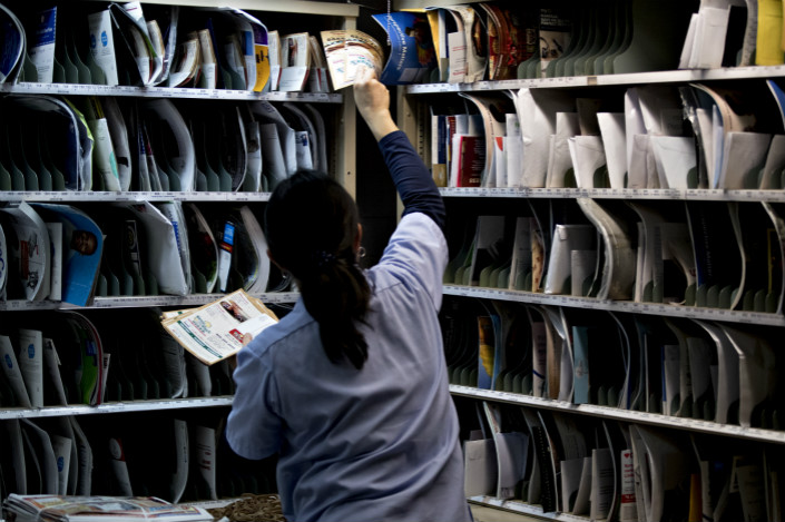 Operations at a U.S.Postal Service facility during holiday season. Photo: Bloomberg