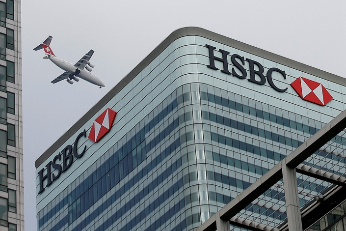 A Swiss International Air Lines aircraft flies past HSBC's London headquarters in February 2015. Photo: VCG