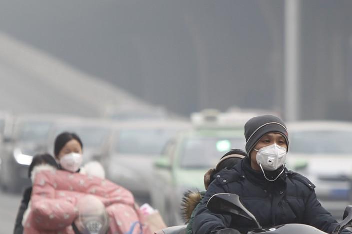 Heavy smog shrouds Zhengzhou, Henan province, on Jan. 16. Photo: VCG