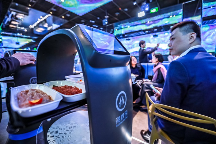 "A food-delivery robot is seen in a Haidilao restaurant in Beijing on Tuesday. Haidilao's first ""smart"" hot pot restaurant will open in Zhongjun World City in the nation's capital on Sunday. Photo: VCG"