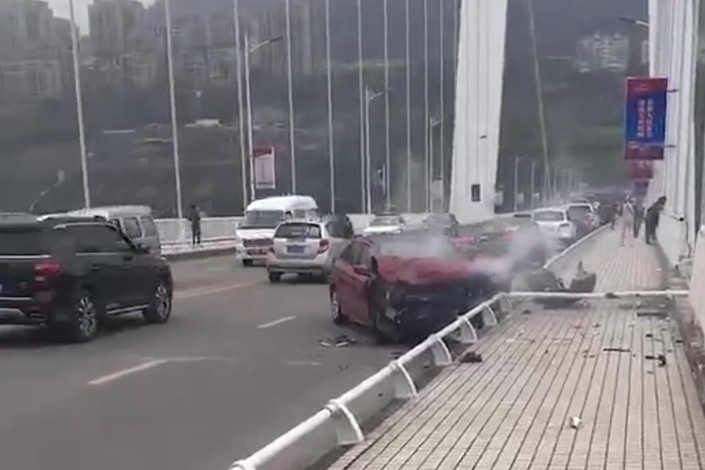 A screen shot shows the scene of a fatal crash in Wanzhou district of Chongqing, where a bus plunged into the Yangtze River on Sunday after colliding with a car. Photo: IC