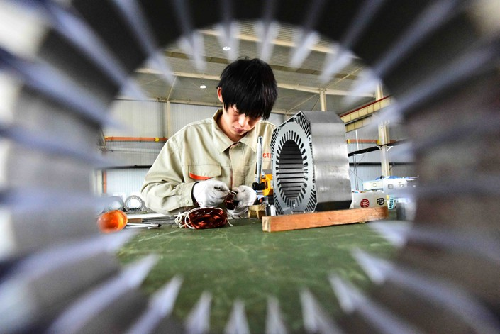 A worker assembles a motor in the workshop of a manufacturing enterprise in Weifang, Shandong province, on Wednesday. Photo: IC