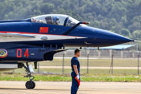 The August 1st Aerobatics Team, also known as the Ba Yi Aerobatics Team, arrives at Zhuhai on Oct. 31. Photo: VCG
