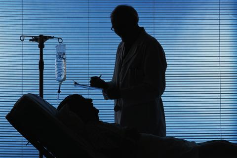 多伦多市确诊的两例新冠肺炎患者,临床诊断已经痊愈,两人鼻咽拭子检测结果仍为阳性,至今在家隔离,此时距其中的男性住院患者痊愈出院已过去两周。