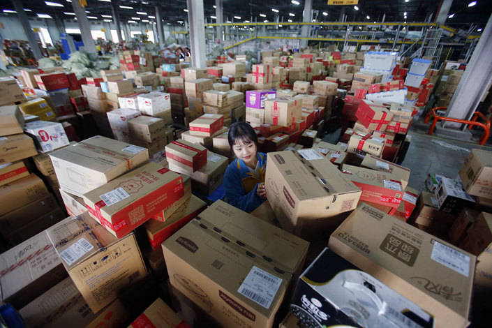 Workers sort packages at a logistics base Changzhou, Jiangsu province on Nov. 12. Photo: VCG