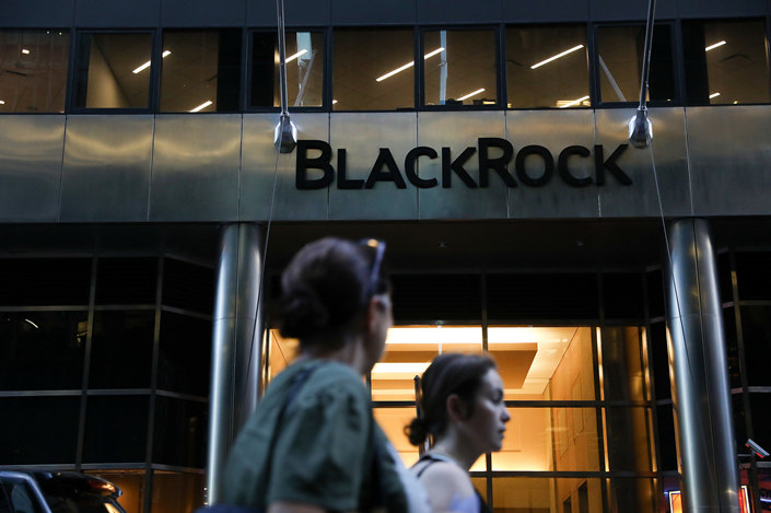 Pedestrians walk past BlackRock Inc.'s headquarters in New York City on June 11. Photo: VCG
