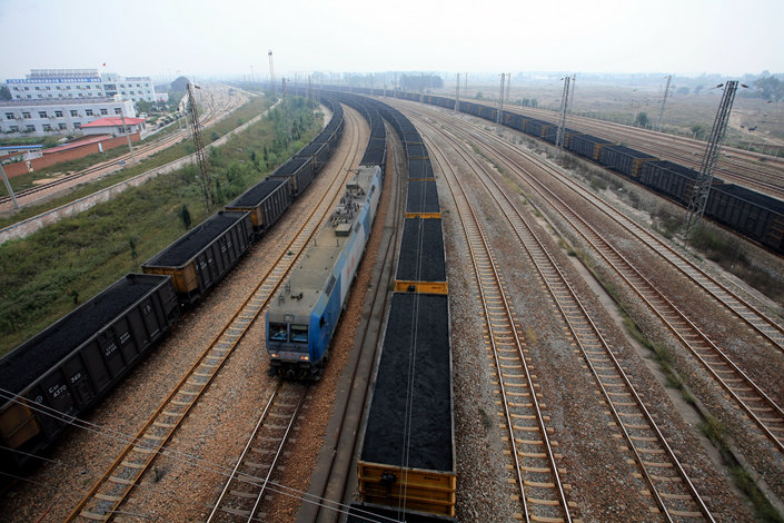 Freight trains transport coal on the Daqin Railway in Qinhuangdao, North China's Hebei province, in September 2014. Photo: IC