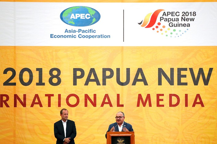 Papua New Guinea Prime Minister Peter O'Neill (right) talks to reporters as Asia-Pacific Economic Cooperation (APEC) CEO Christopher Hawkins listens during a media conference at the end of the APEC forum in Port Moresby, Papua New Guinea, on Sunday. Photo: VCG