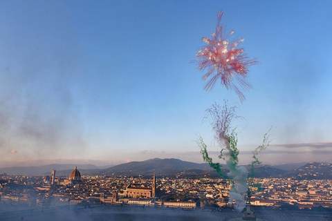 "With green ""stems"" and red ""petals,"" a firework over Florence, Italy, on Sunday looks like a giant flower. Photo: IC"