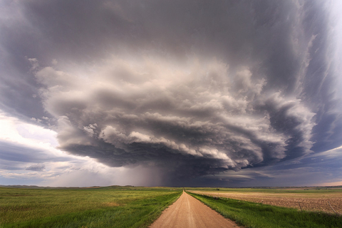 "A supercell thunderstorm gathers over the countryside in ""Tornado Alley"" in the central U.S. Photo: IC"