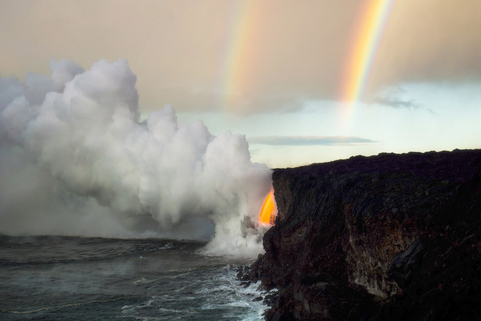 Two rainbows form at sunrise over Hawaii Volcano National Park in the U.S. in August 2017. Photo: IC