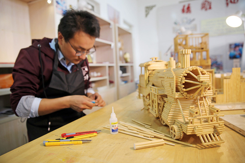 Wang Yantong, an art teacher in Rizhao, Shandong province, makes models made of disposal chopsticks in November 2016. Photo: IC
