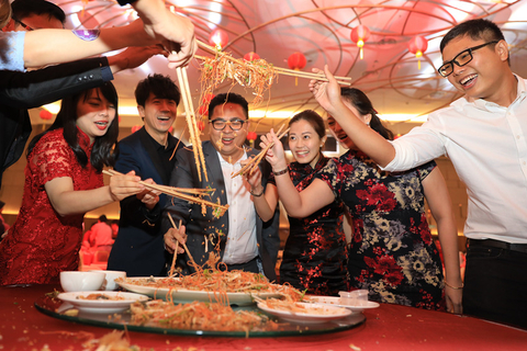 People use chopsticks to pick up food and celebrate Lunar New Year. It is believed in southern China and in some Southeast Asian countries that if people hold their chopsticks higher, they'll have more good luck in the next year. Photo: IC