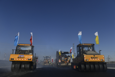 Construction continues on the highway to Daxing International Airport, which is part of a network of 'five vertical and two horizontal' routes, officials say. Photo: VCG