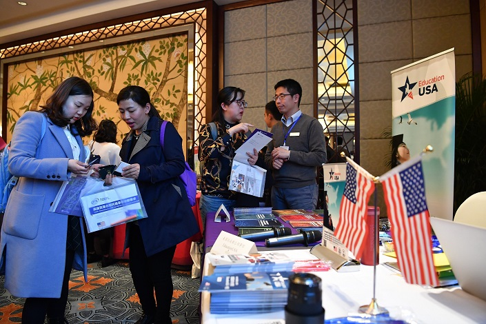 Chinese students and parents attend a U.S. university fair in Chengdu on Mar. 23. Photo: VCG