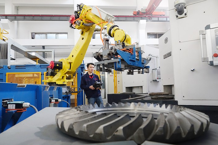 A worker operates a robot on Nov. 29 at a company in East China's Shandong province. Photo: VCG