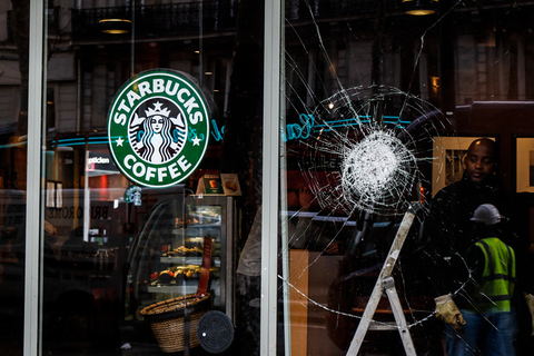 "The ""Yellow Vest"" protests left a Starbucks window damaged Tuesday in Paris. Several ATMs were destroyed, and numerous luxury stores on the Champs Elysées were also damaged during the demonstrations. Photo: IC"
