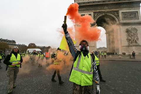 Demonstrators gather in front of the Arc de Triomphe. Photo: IC