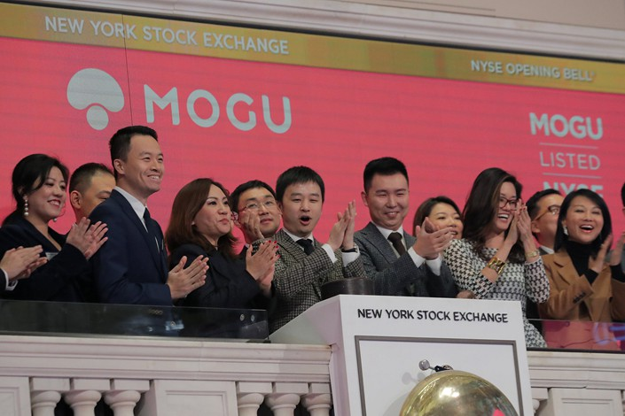 Mogu executives ring the New York Stock Exchane opening bell on Dec. 6. Photo: VCG