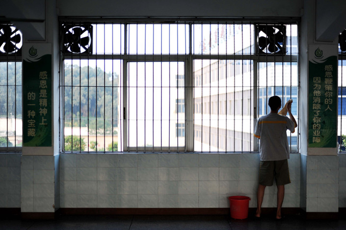 An inmate at a juvenile detention facility performs cleaning duties in Guangdong province in 2013. Photo: VCG