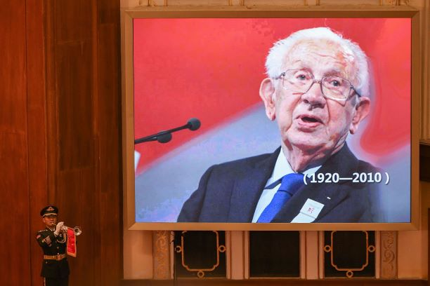 A photo of former International Olympic Committee President Juan Antonio Samaranch is displayed on a screen at the Great Hall of the People. Photo: VCG