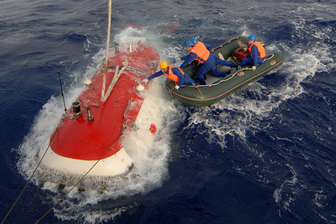 Chinese manned deep-sea research submersible Jiaolong reached a depth of 7,020 meters (23,031 feet) on June 24, 2012 in the Mariana Trench in the western Pacific Ocean. This was the first time a Chinese-made submersible reached the 7,000-meter milestone. Photo: VCG