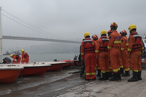 More than 70 rescue boats scrambled on Oct. 28 after a bus plunged 164 feet off a bridge into the Yangtze River in Southwest China's Chongqing. All 15 people on board were killed. Footage later showed a fight between the driver and a passenger had caused the crash. Photo: VCG