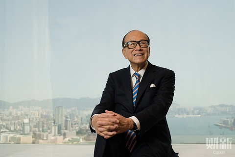 Li Ka-shing, who was the 23rd-richest person in the world with an estimated net worth of $37.7 billion as of January 2018, sits near the windows of his 70th floor office in Hong Kong on March 12. The 90-year-old announced his retirement in May. Photo: Guo Xianzhong/Caixin