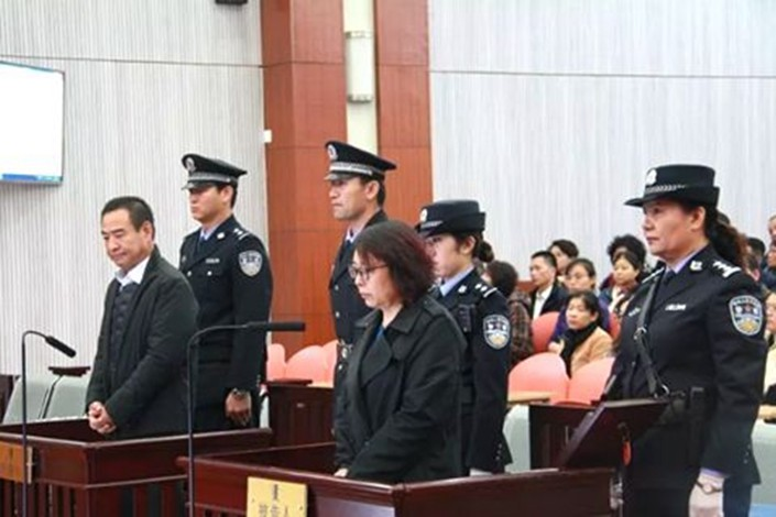Chen Wenku (left) stands trial in the Alxa League Intermediate People's Court, Inner Mongolia autonomous region, on Nov. 29. Photo: Alxa League Intermediate People's Court