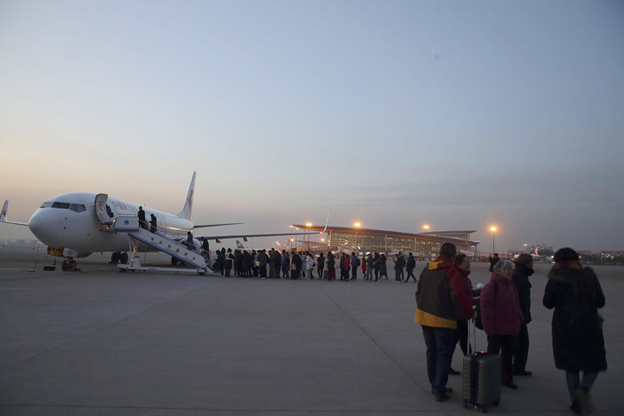 Passengers prepare to board a flight at Taiyuan Wusu International Airport in Taiyuan, North China's Shanxi province, on Dec. 29. Photo: VCG