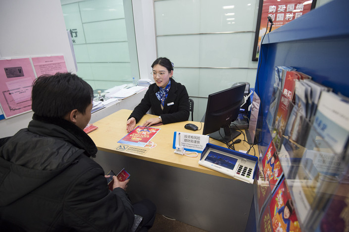 A wealth manager assists a customer at a China Construction Bank branch in Nantong, Jiangsu province, on Jan 3. Photo: VCG