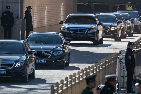 A motorcade believed to be carrying North Korean leader Kim Jong Un leaves Beijing Railway Station on Jan. 8. Photo: IC