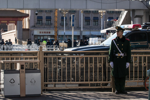 A car believed to be carrying North Korean leader Kim Jong Un leaves Beijing Railway Station on Jan. 8. Photo: IC